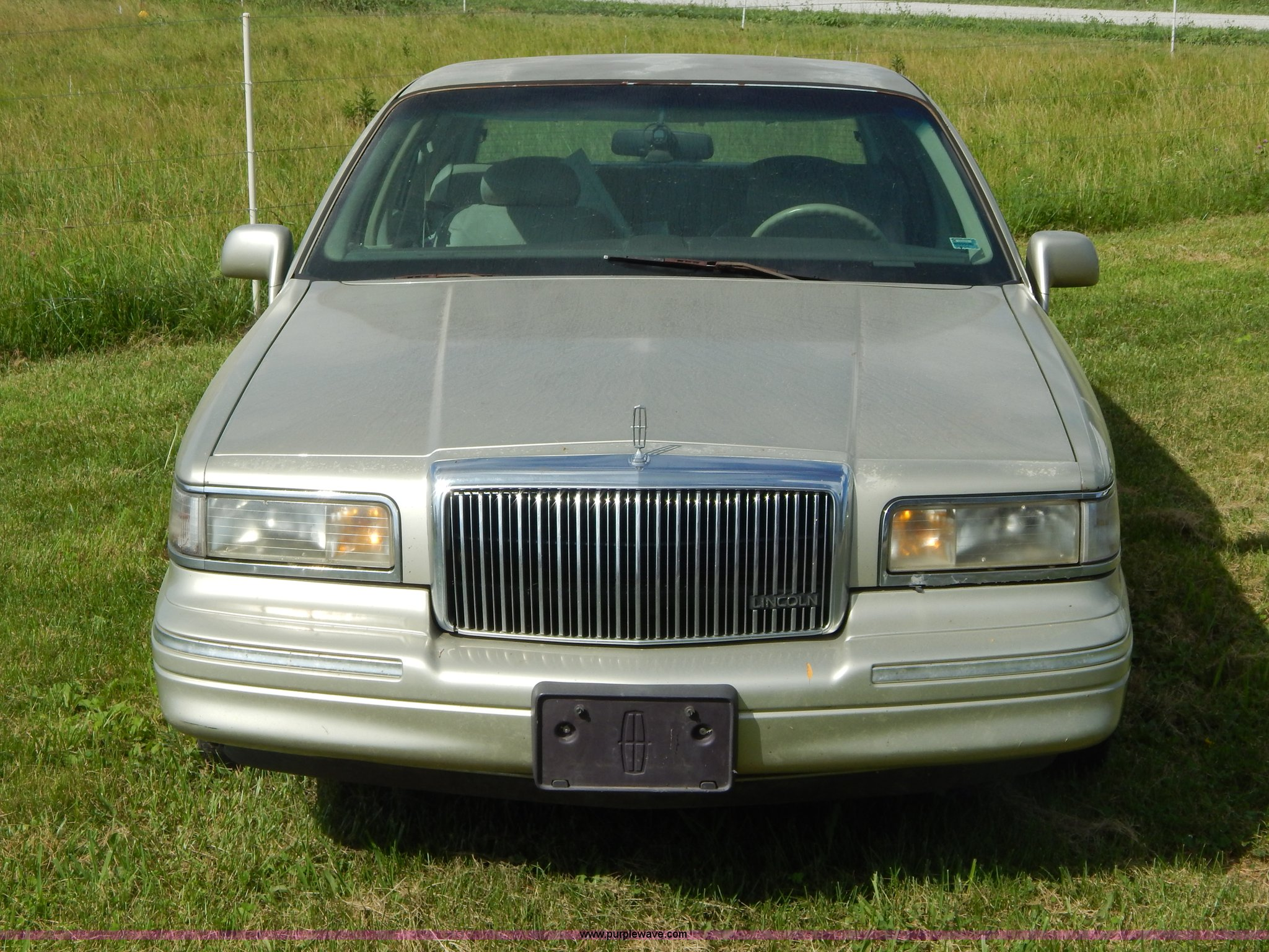 1997 Lincoln Town Car Signature Item Z9301 Sold Septemb