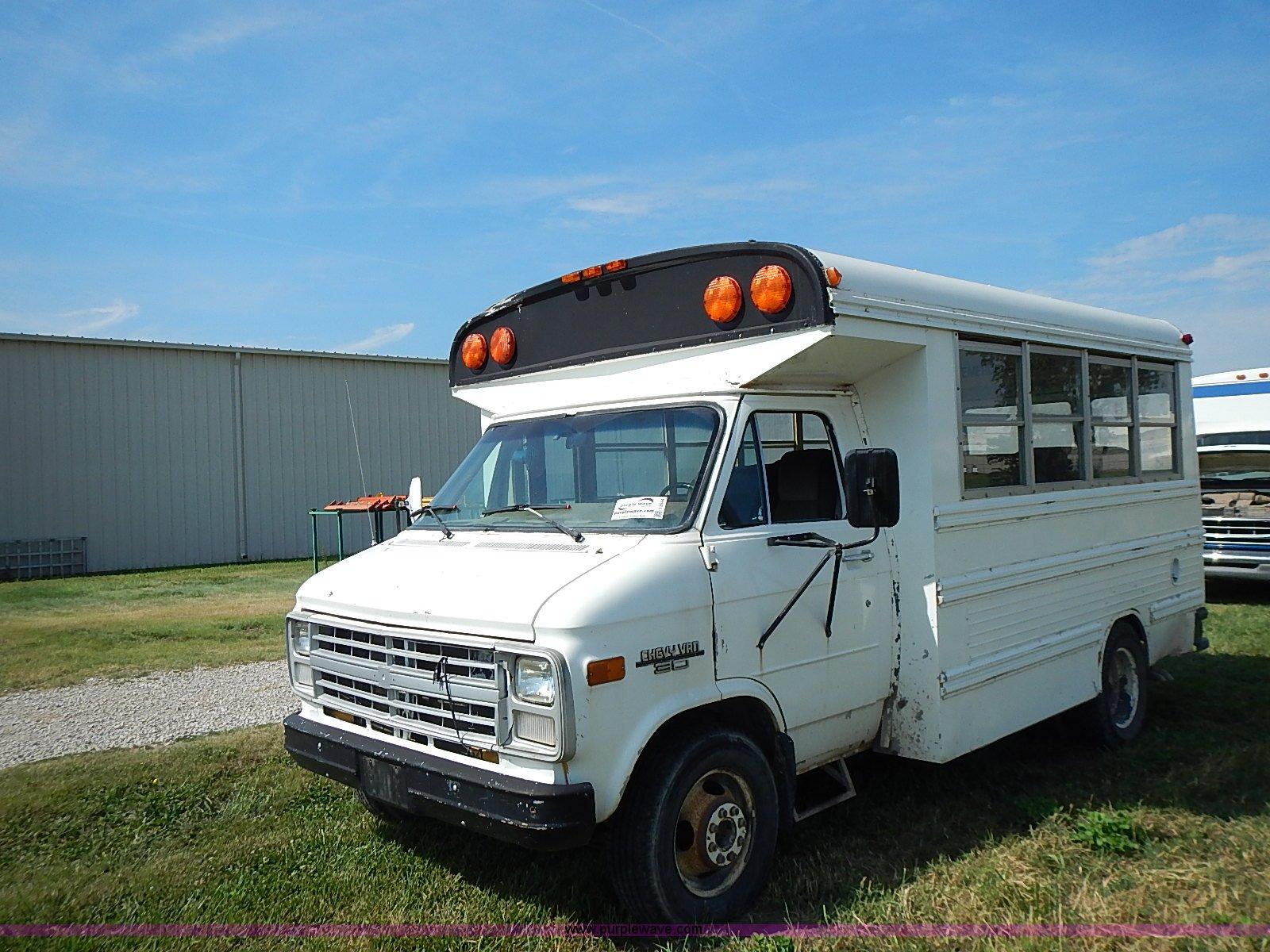 I3544 image for item i3544 1991 chevrolet g30 bus