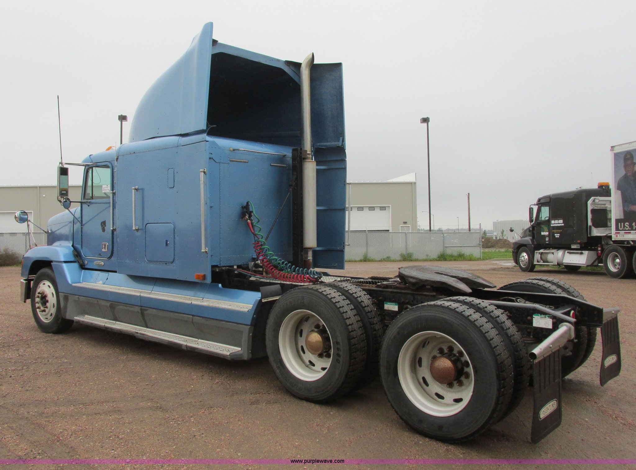 ... 1998 Freightliner FLD120 semi truck Full size in new window ...