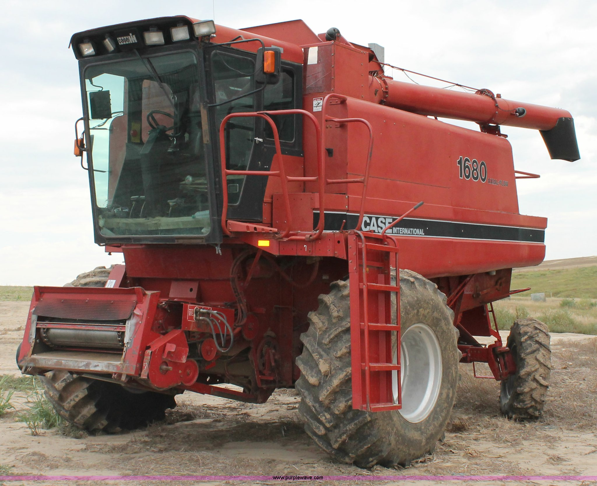 G8168 image for item G8168 1987 Case 1680 axial flow combine