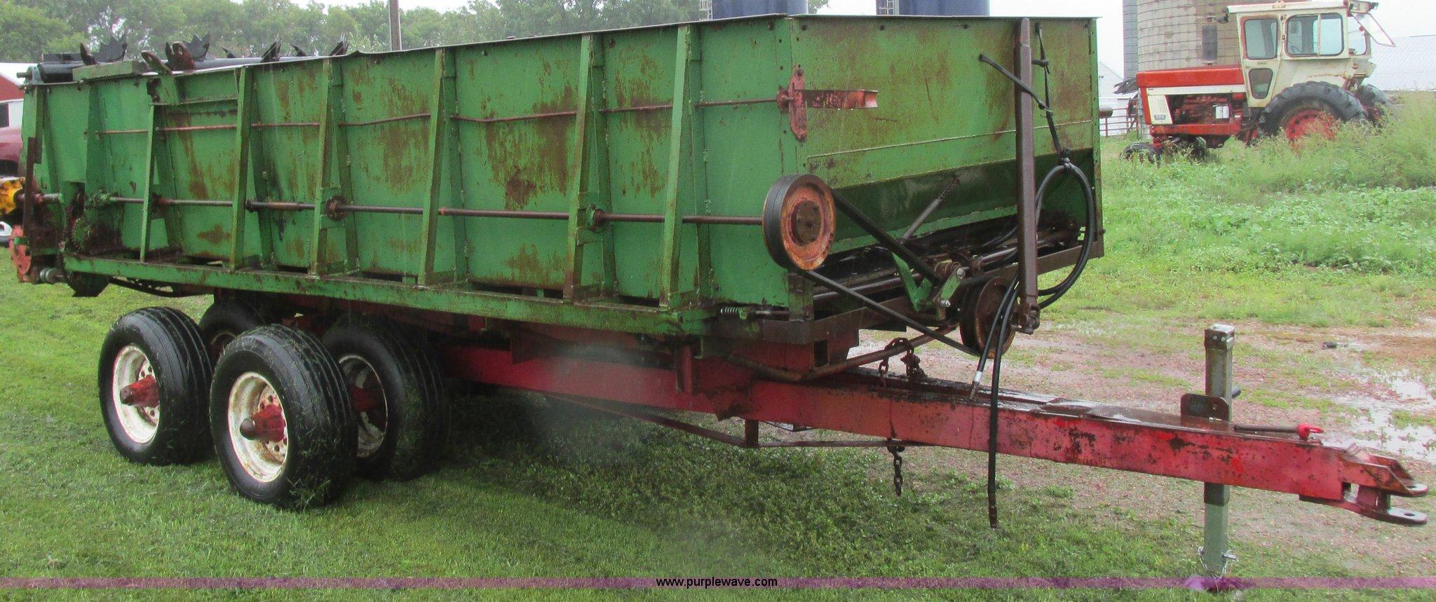 Balzer manure spreader | Item I6148 | SOLD! September 24 Ag