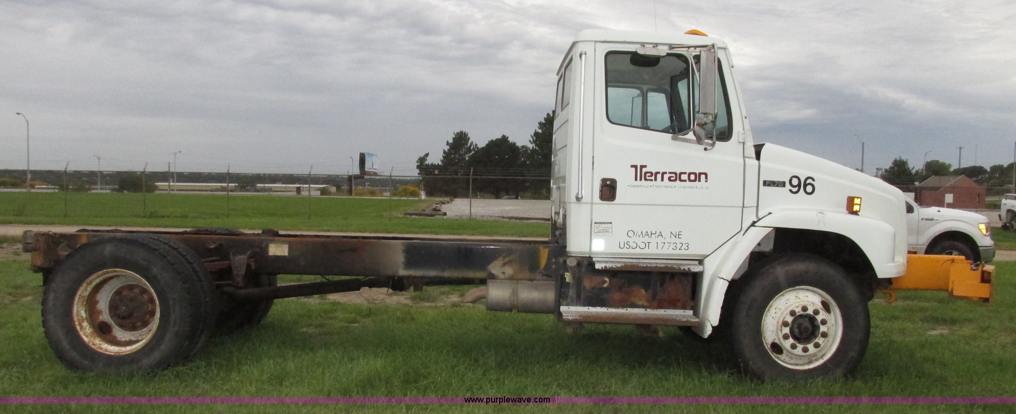 2001 Freightliner FL70 Business Class truck cab and chassis