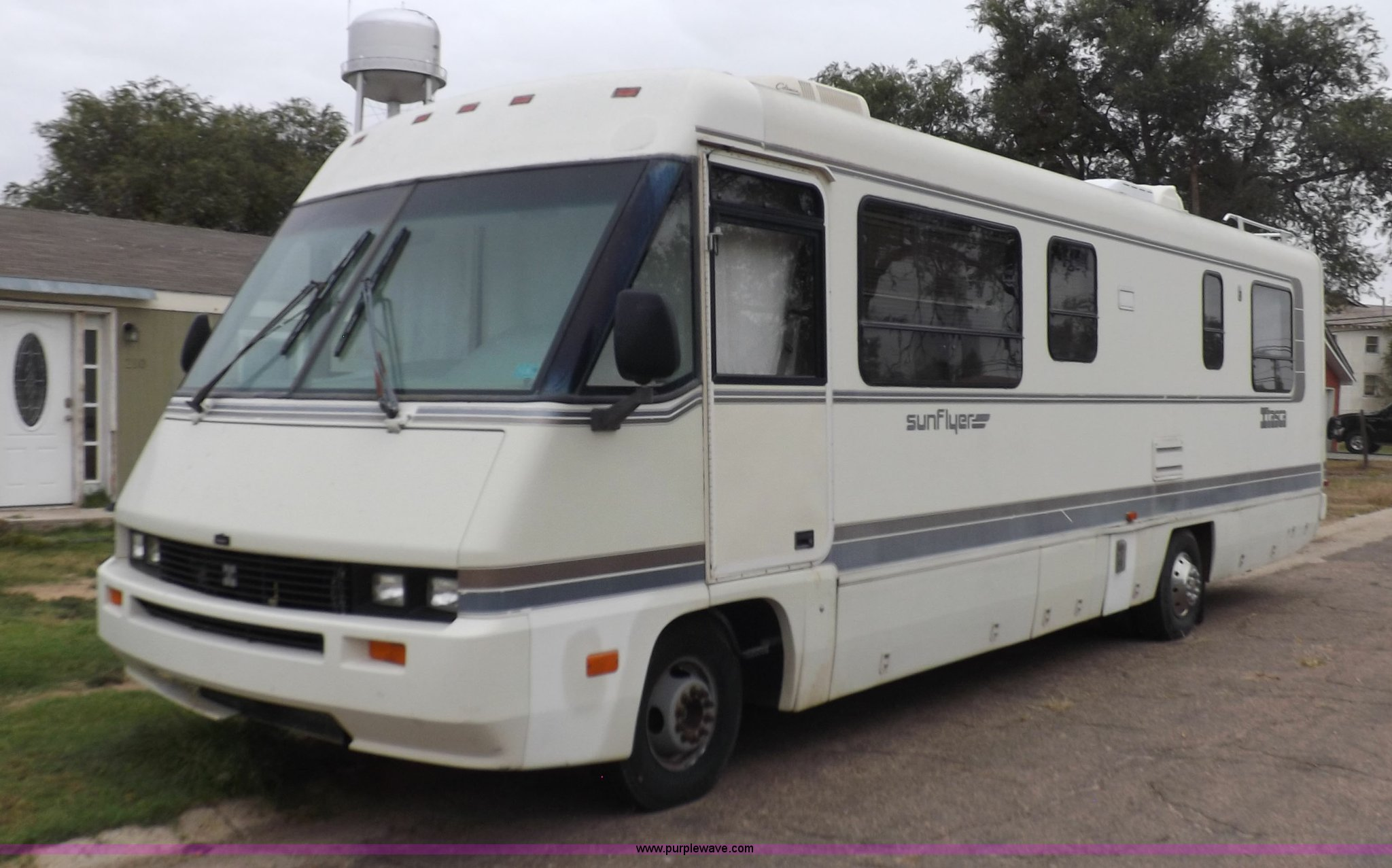 1990 Itasca Sunflower Winnebago RV | Item H9059 | SOLD! Nove