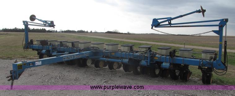 1995 Kinze 2200 Flex Econo Fold Planter Item G9903 Sold