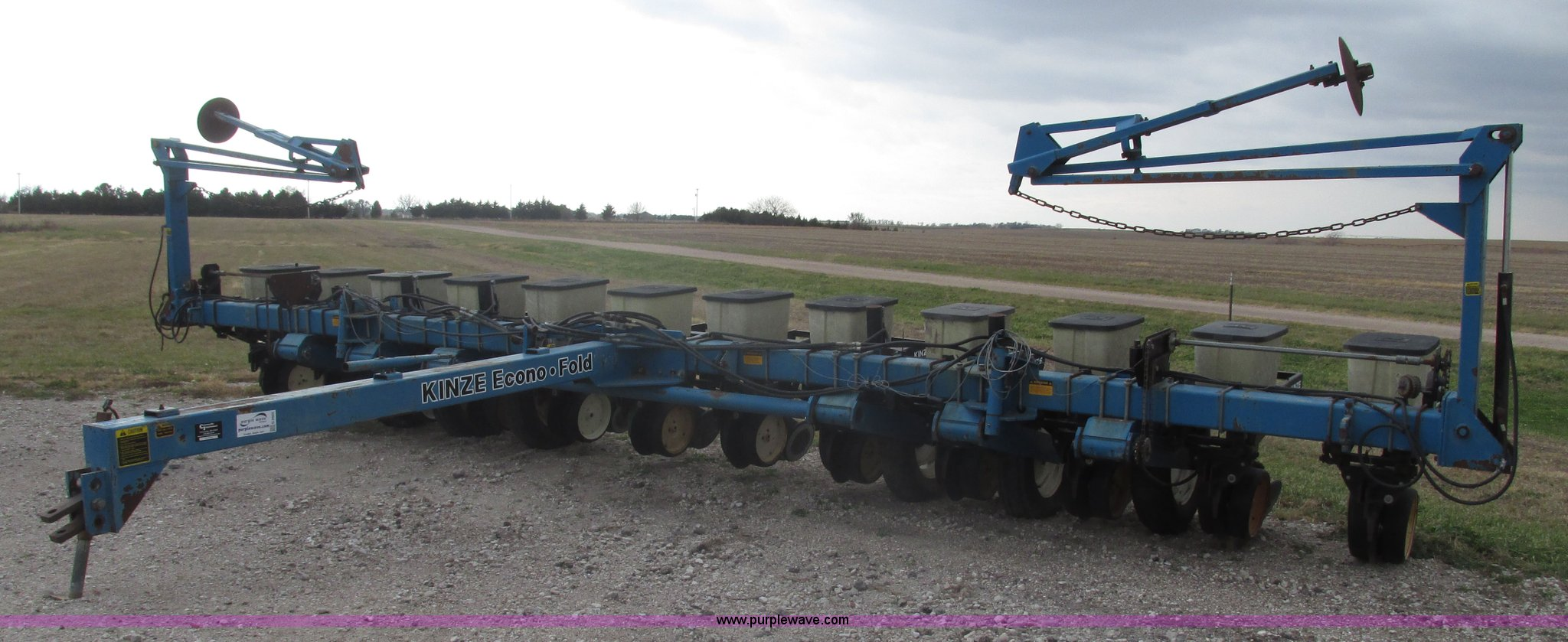 1995 Kinze 2200 Flex Econo Fold Planter Item G9903 Sold
