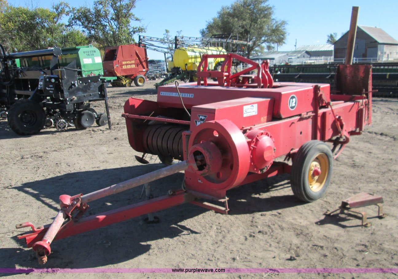 H9433 image for item H9433 Massey-Ferguson 12 square baler