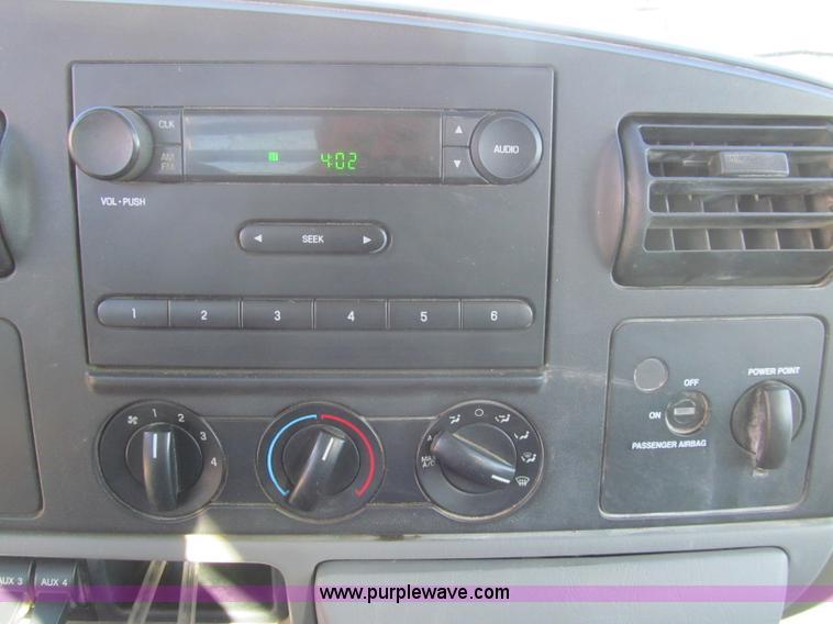 2005 Ford F350 Super Duty XL flatbed pickup truck | Item I86