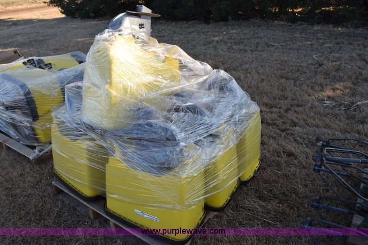 7 John Deere 7200 Planter Seed Hoppers Item Ay9058 Sol