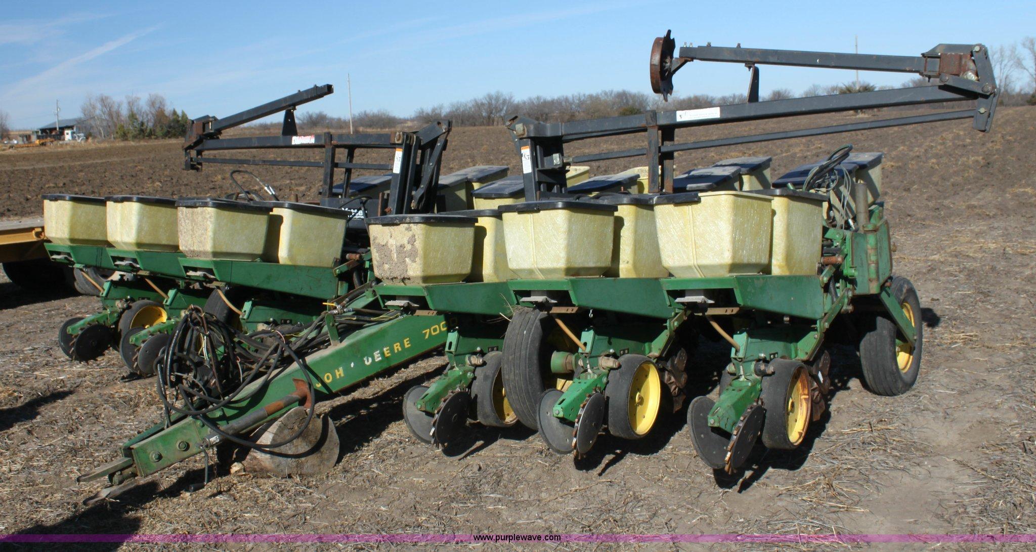 John Deere 7000 Planter Item F3392 Sold December 30 Ag