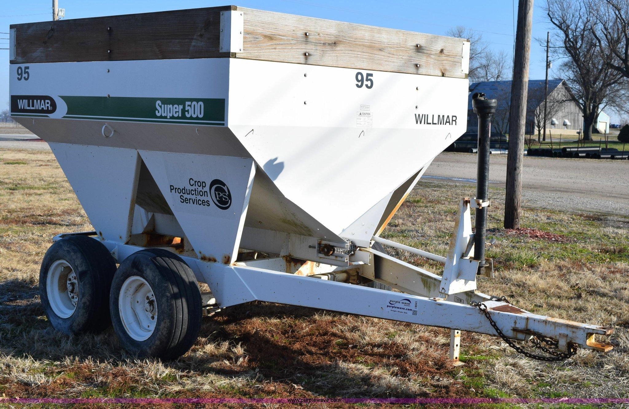 I8541 image for item I8541 Willmar Super 500 dry fertilizer spreader