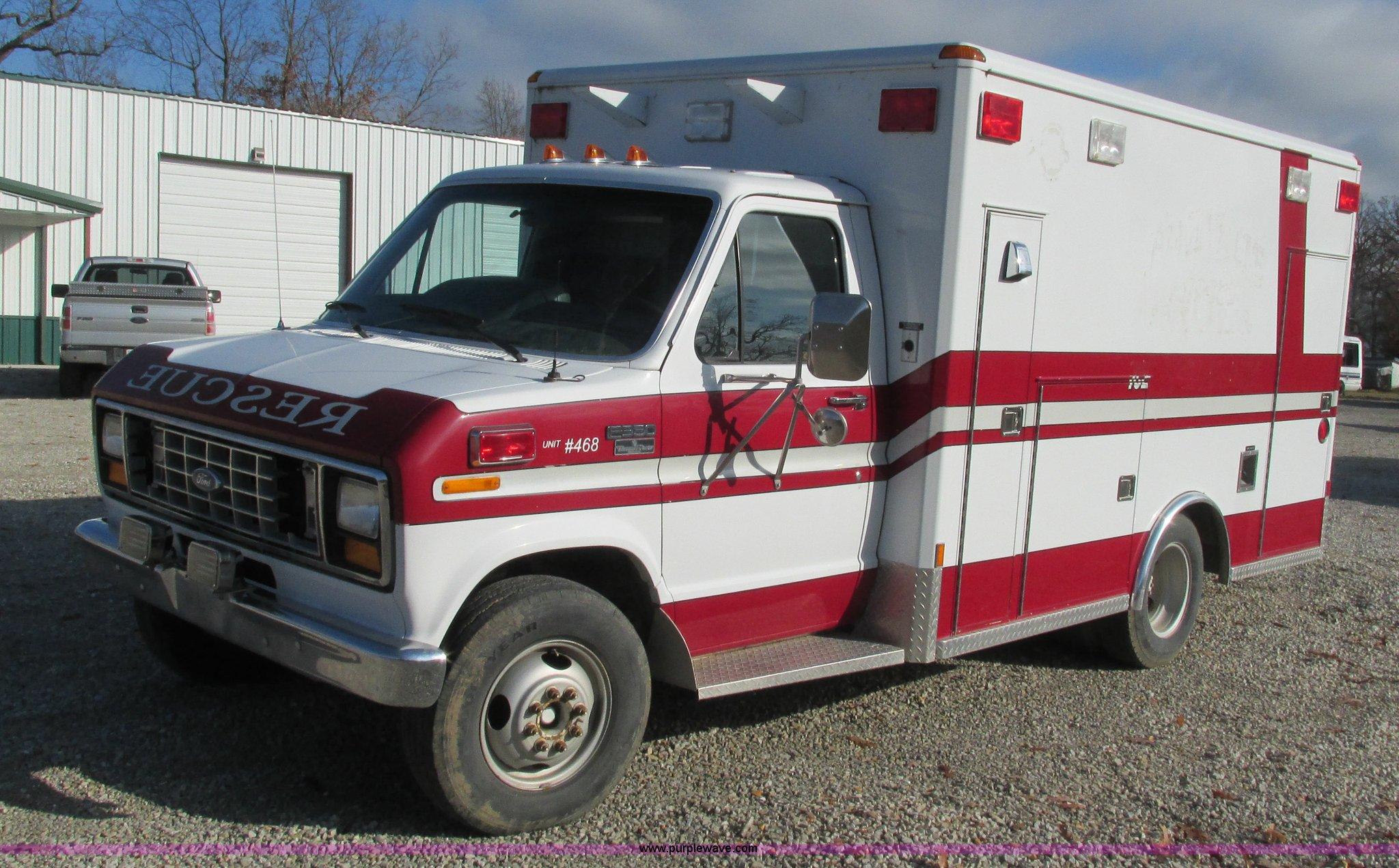 I3136 image for item I3136 1991 Ford E350 ambulance