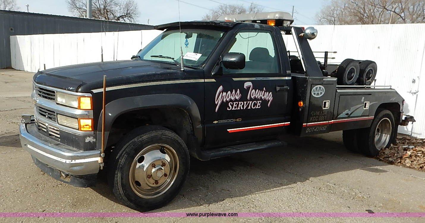I5176 image for item I5176 1994 Chevrolet Silverado 3500 tow truck