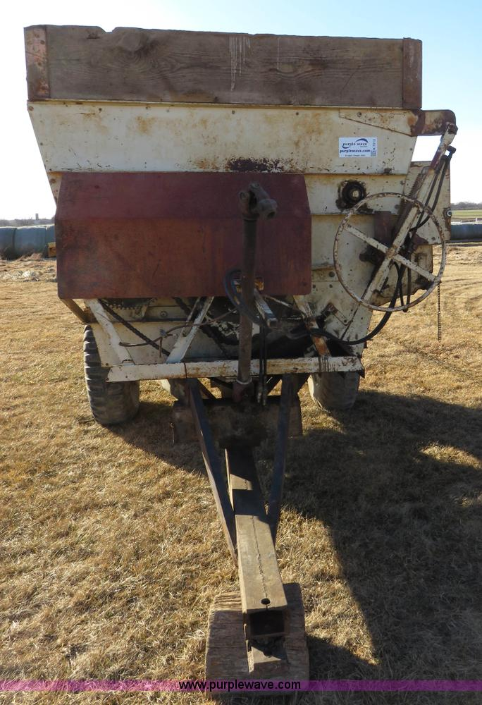 BJM 600T three auger feed mixer wagon | Item K7212 | SOLD! F