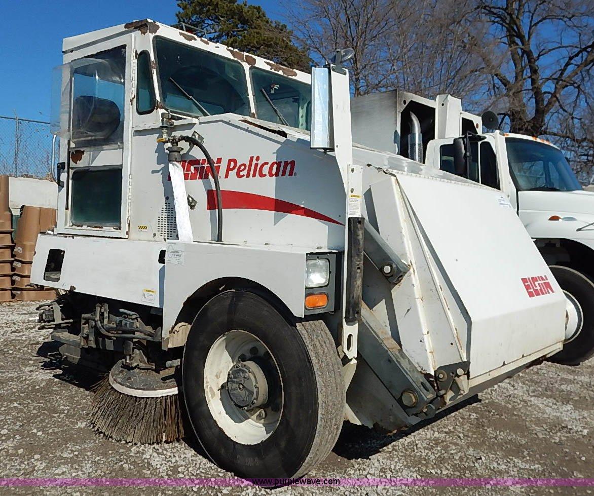 I5090 image for item I5090 2006 Elgin Pelican street sweeper
