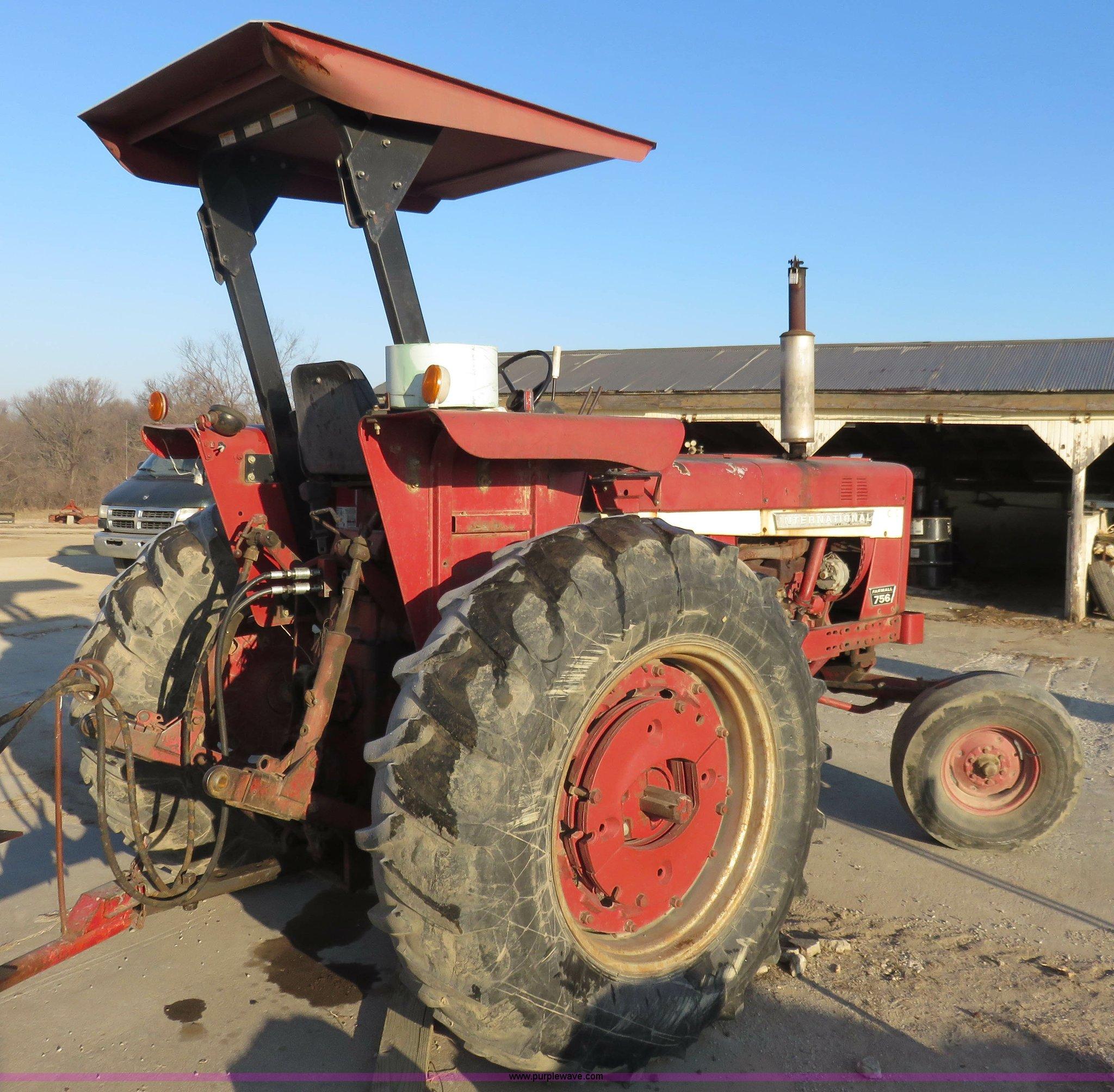 ... International Farmall 756 tractor Full size in new window ...