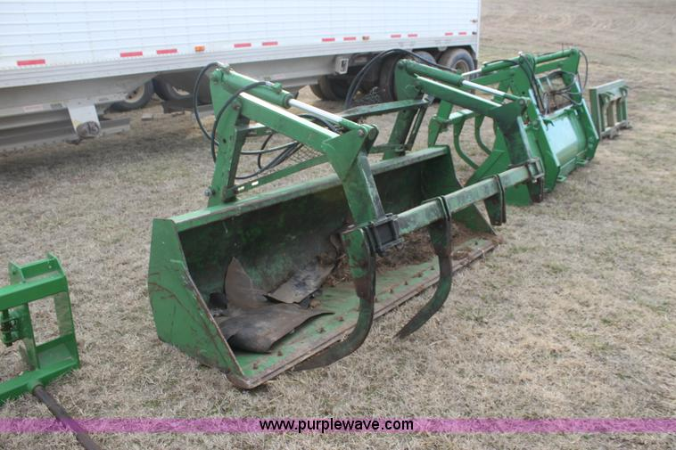 John Deere 8' loader grapple bucket | Item L6512 | SOLD! Mar