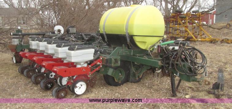 White 6100 Planter Item G9762 Sold March 25 Ag Equipmen