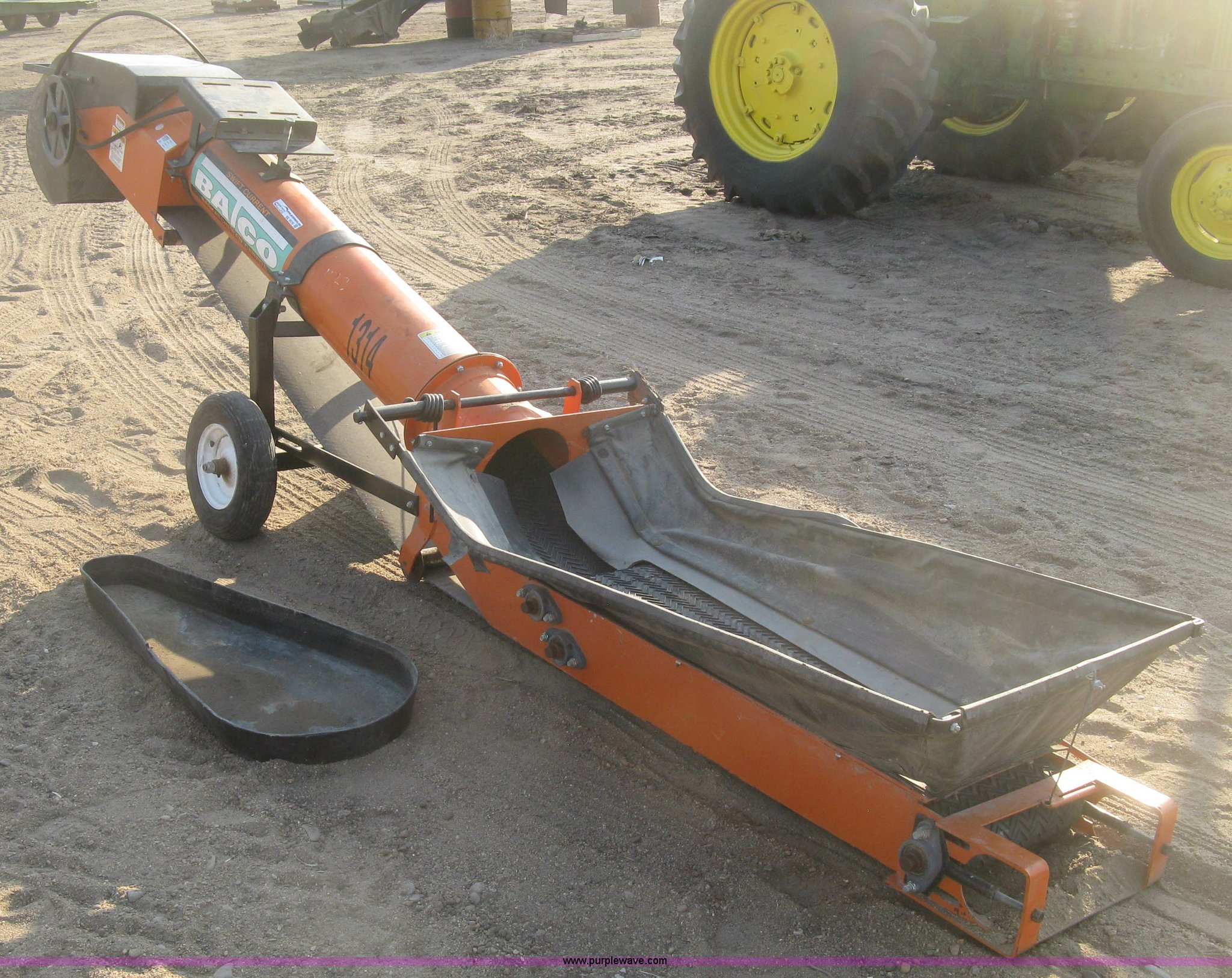 Batco 1314-1P swift current under-car grain conveyor   Item