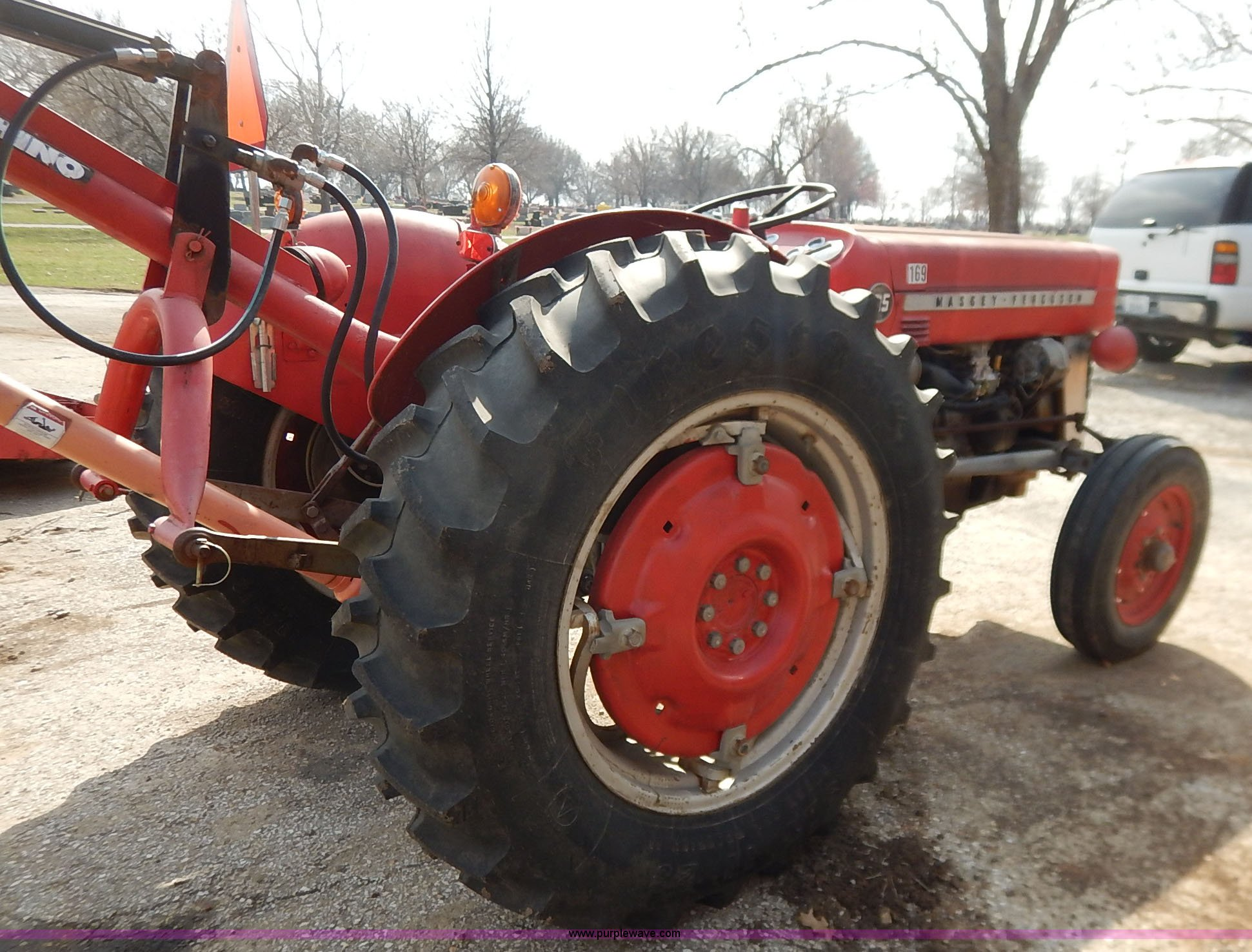 ... 1973 Massey-Ferguson 135 tractor Full size in new window ...