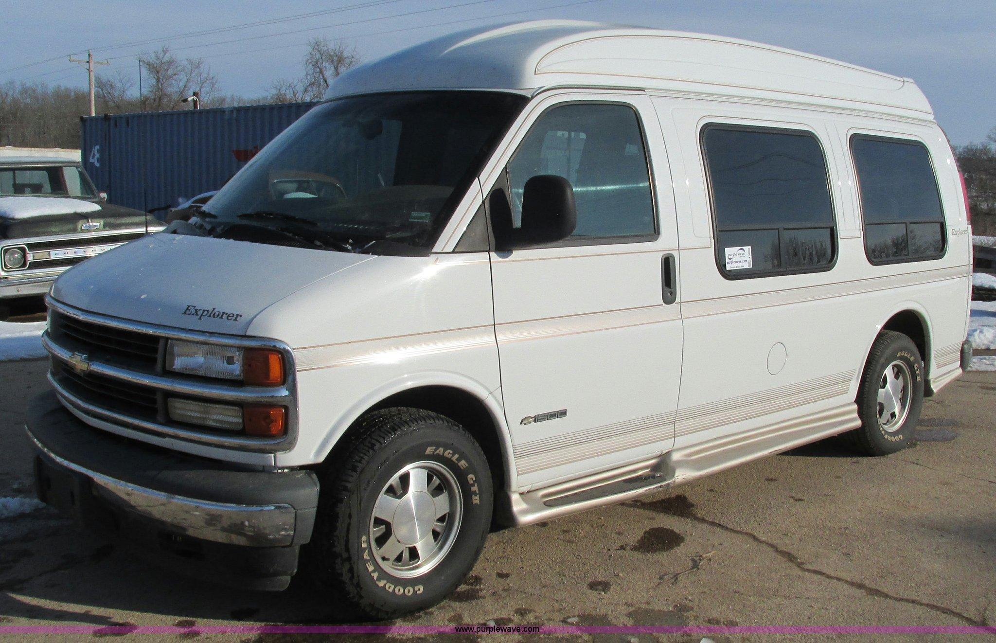 I3090 Image For Item 2002 Chevrolet Express 1500 Colonial Explorer Conversion Van