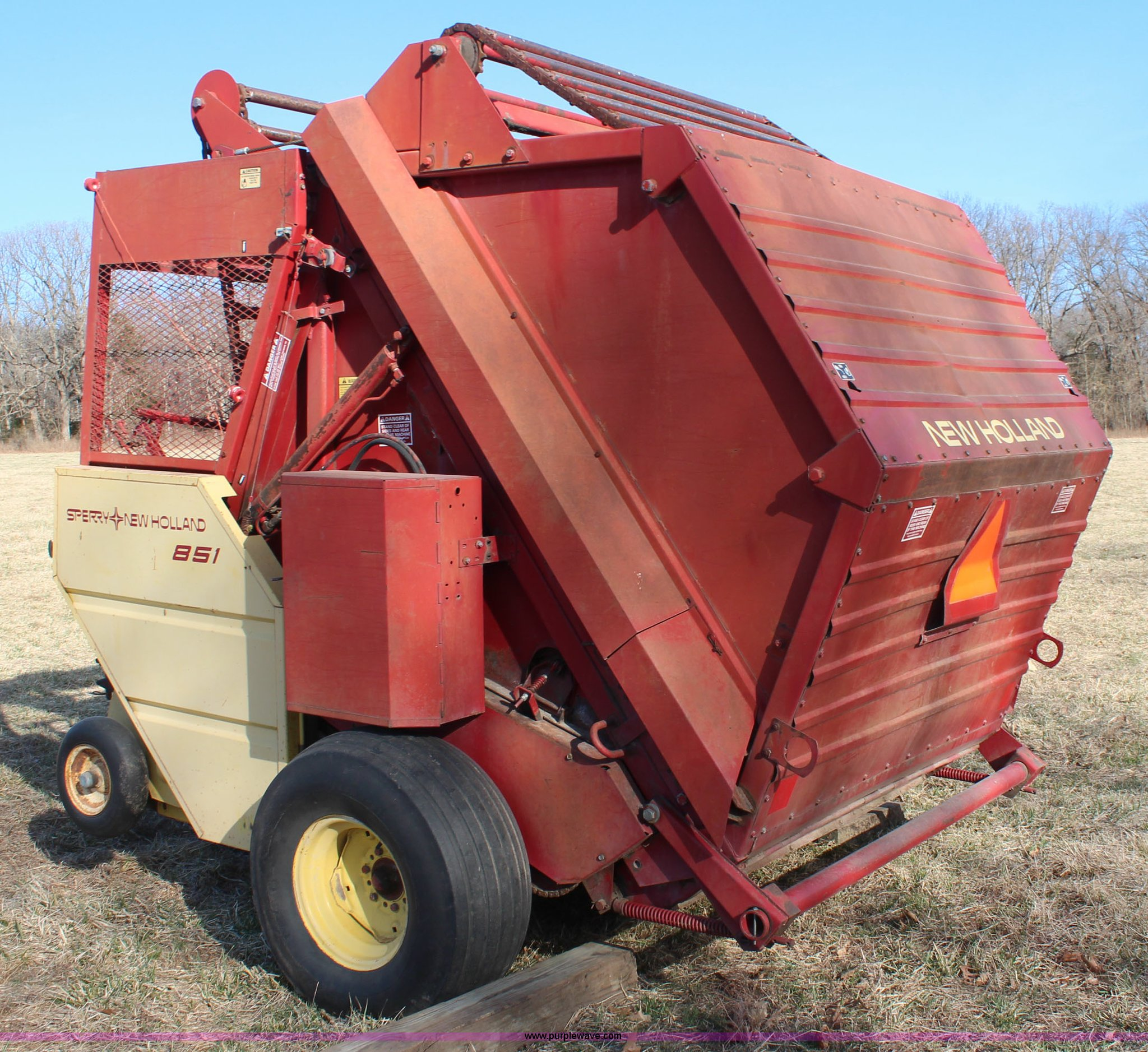 ... Holland 851 round baler Full size in new window ...