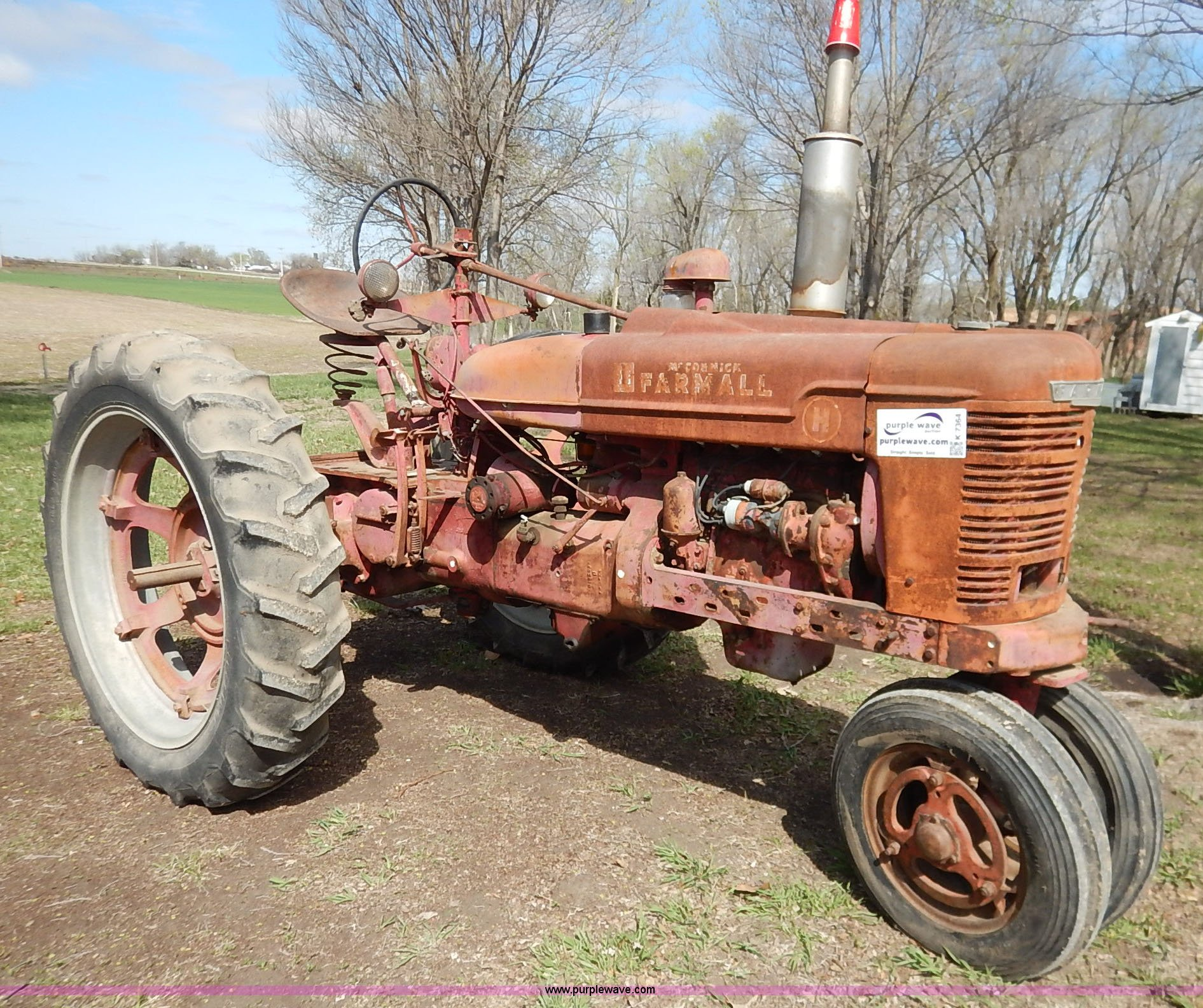 K7364 image for item K7364 1950 Mccormick Farmall H tractor