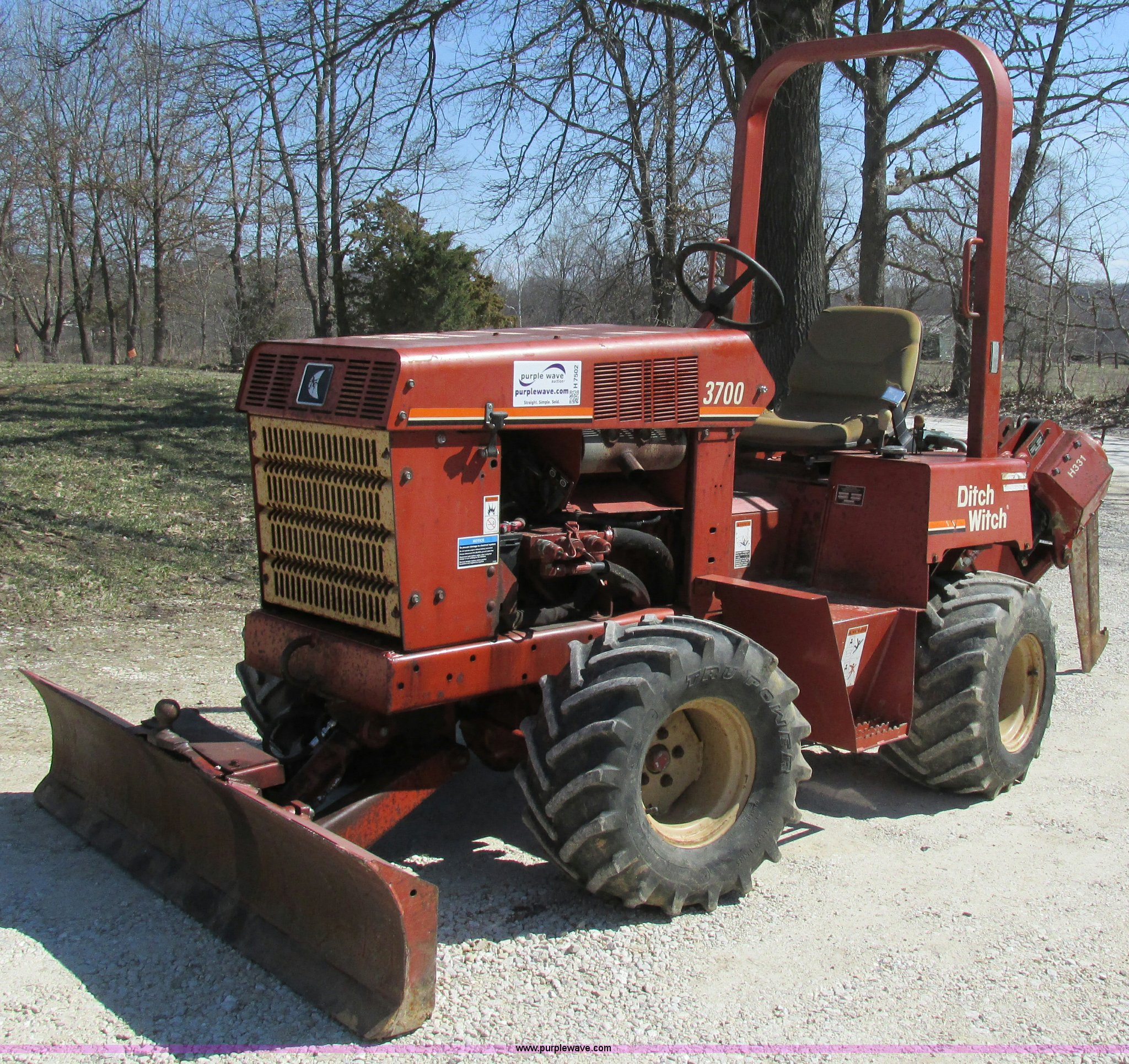 H7502 image for item H7502 Ditch Witch 3700 vibratory plow