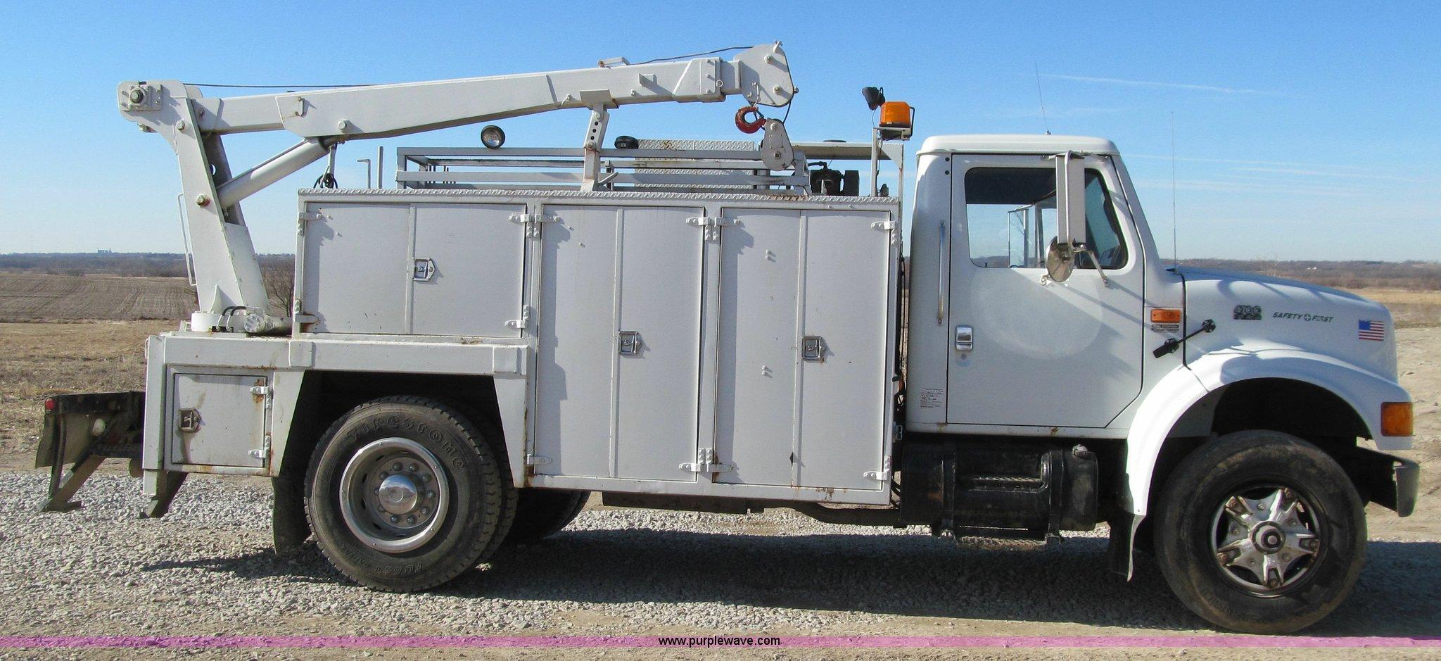 ... International 4700 service truck Full size in new window ...