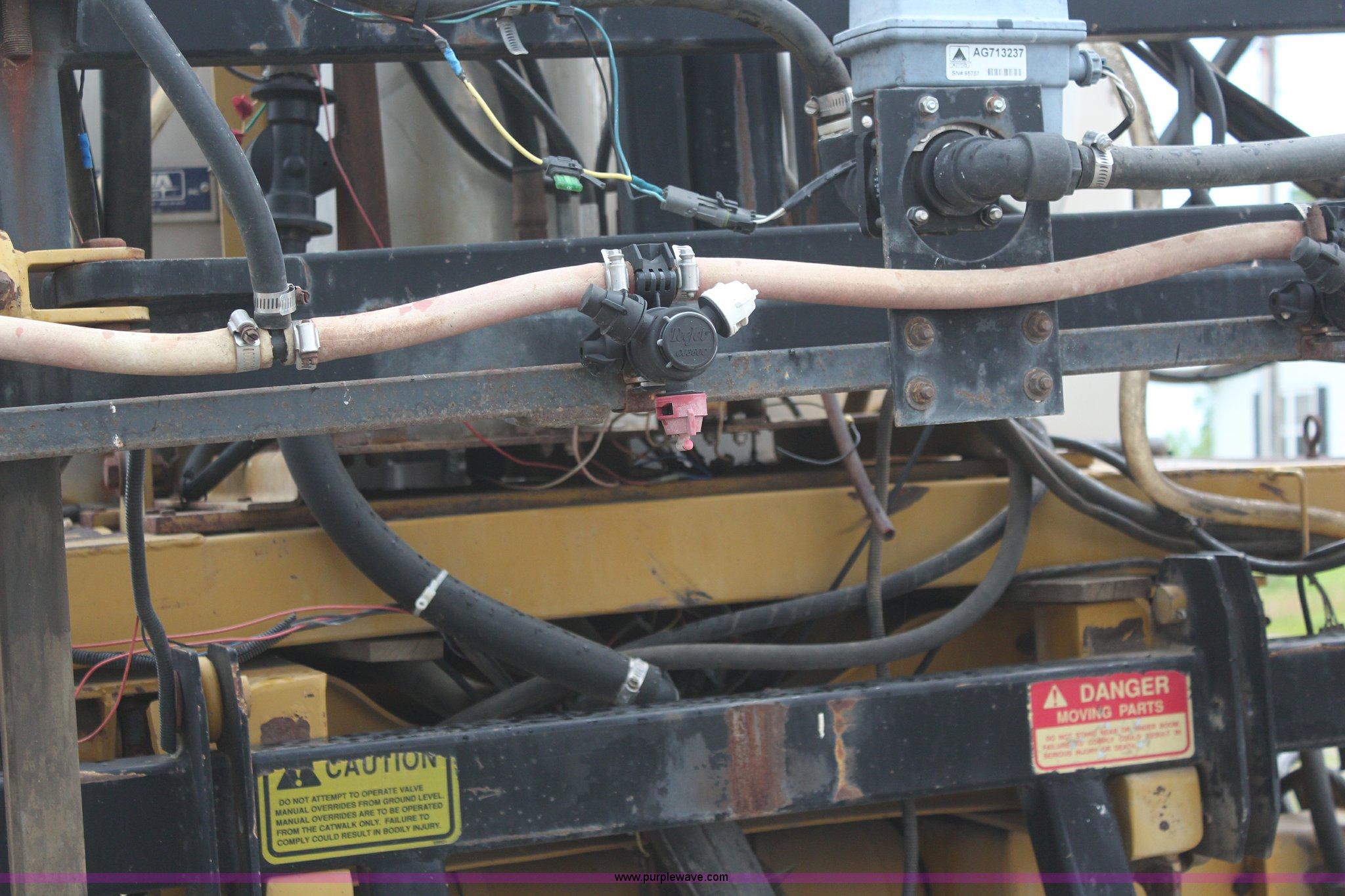 ... RoGator 664 self-propelled sprayer Full size in new window ...