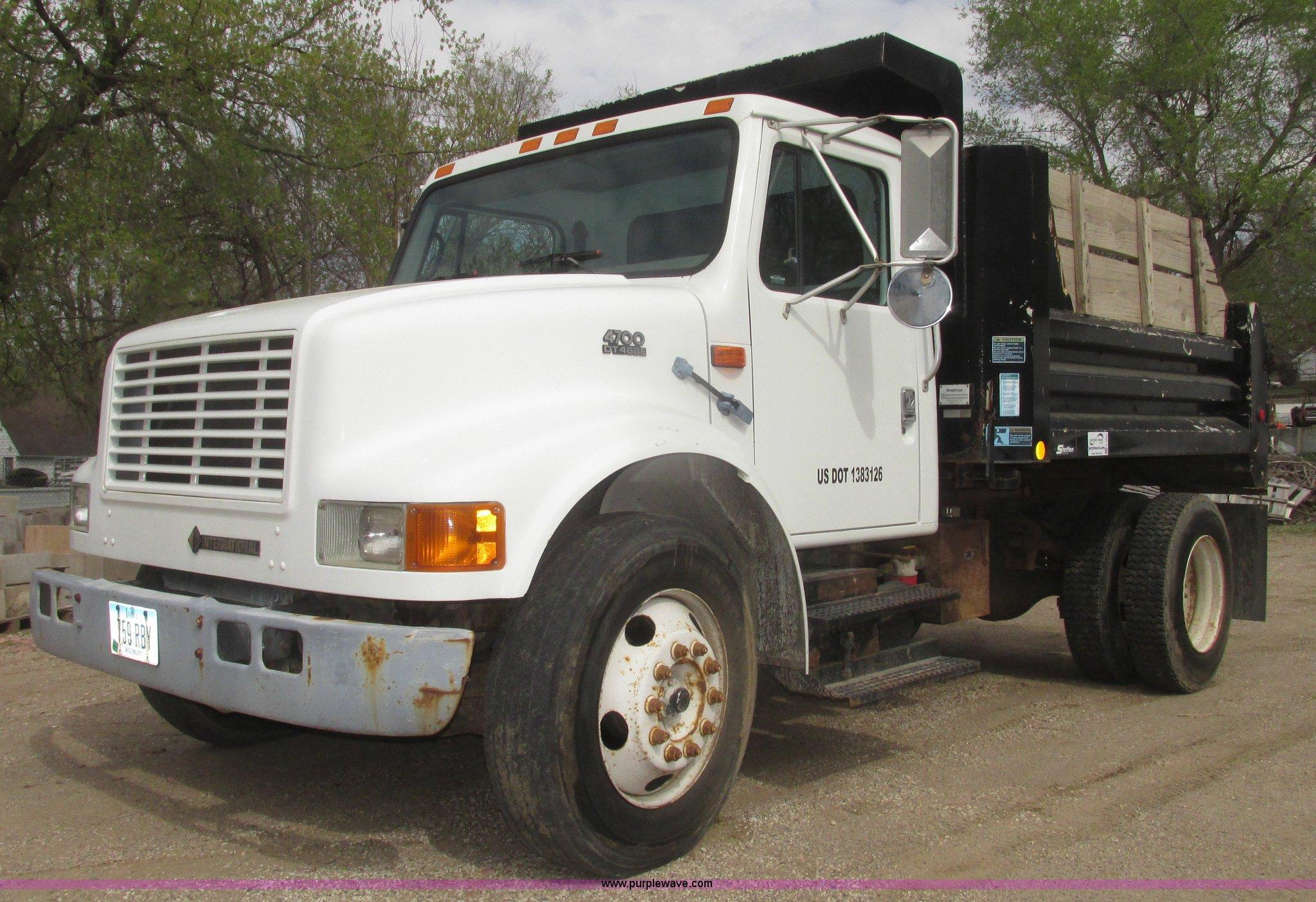 H4665 image for item H4665 1999 International 4700 dump truck