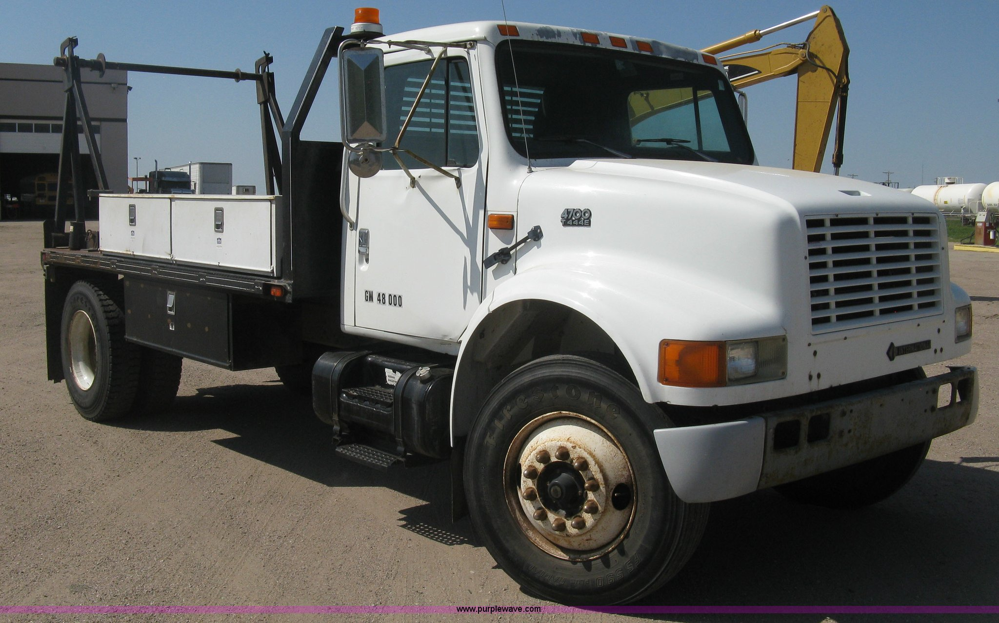 H8641 image for item H8641 1994 International 4700 spool truck