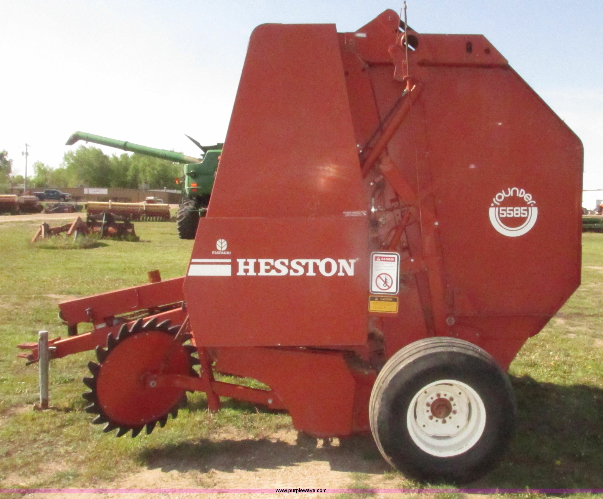 ... Hesston 5585 round baler Full size in new window ...