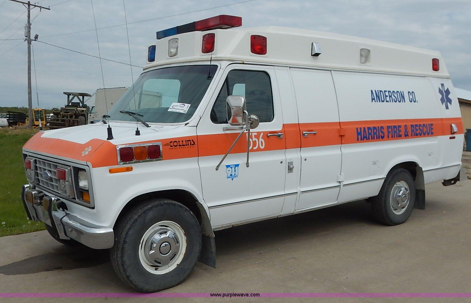 J3995 image for item J3995 1991 Ford Econoline E350 ambulance