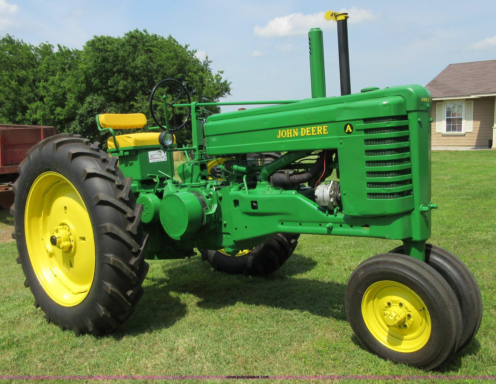 D2472 image for item D2472 1949 John Deere A tractor