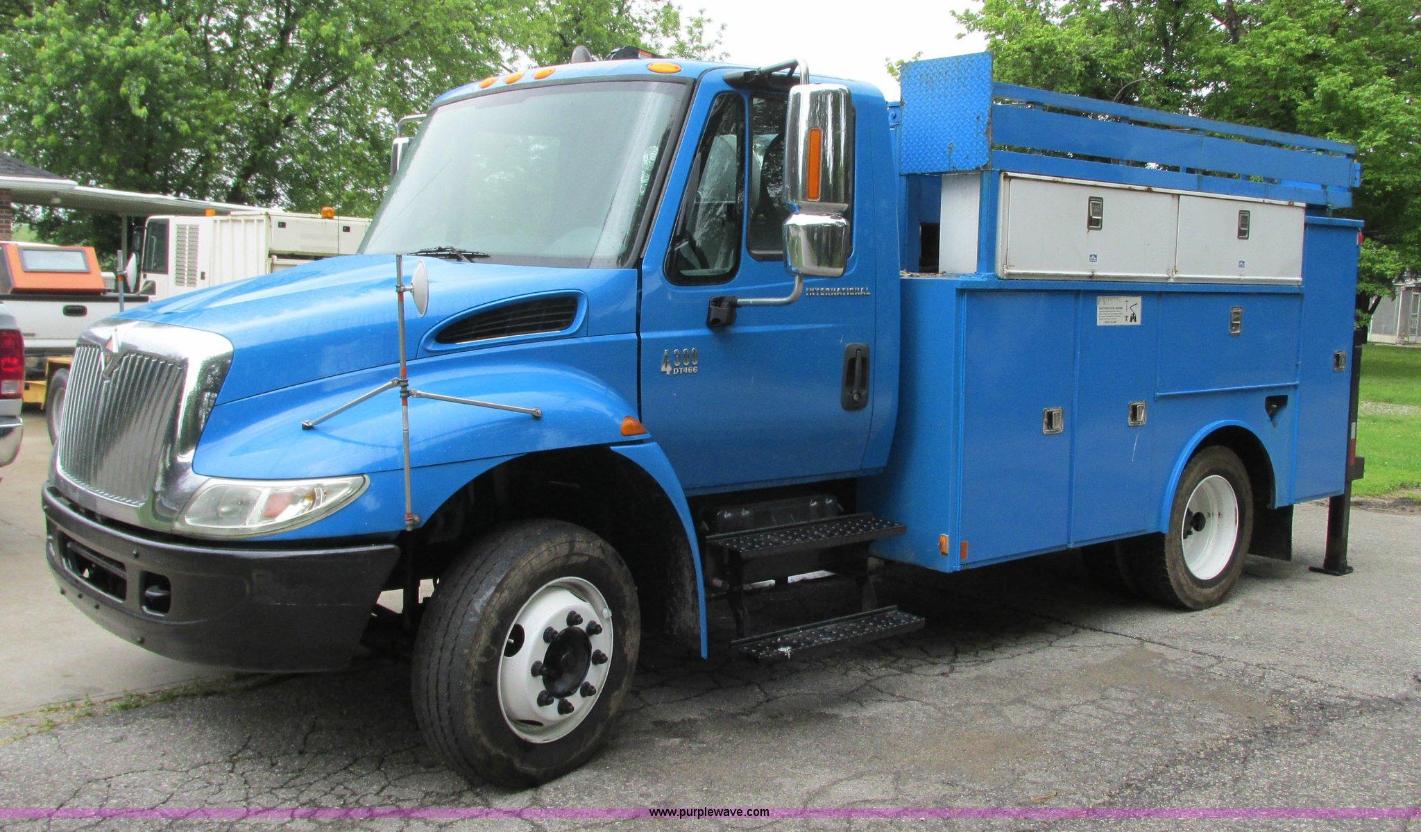 B2954 image for item B2954 2005 International DuraStar 4300 service truck