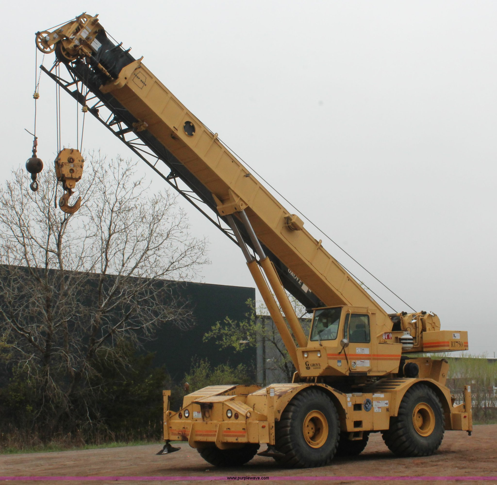 H5841 image for item H5841 1997 Grove RT750 rough terrain crane