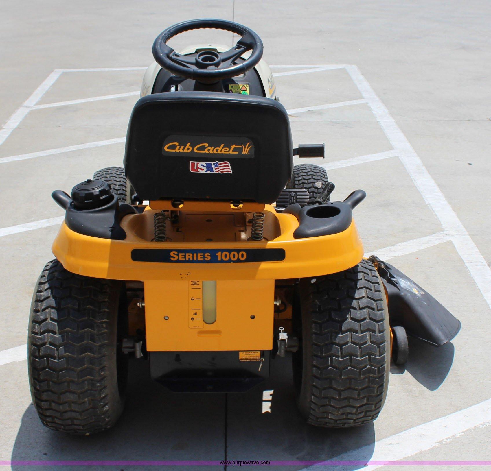 2005 Cub Cadet LT1046 lawn mower | Item I1656 | SOLD! July 1