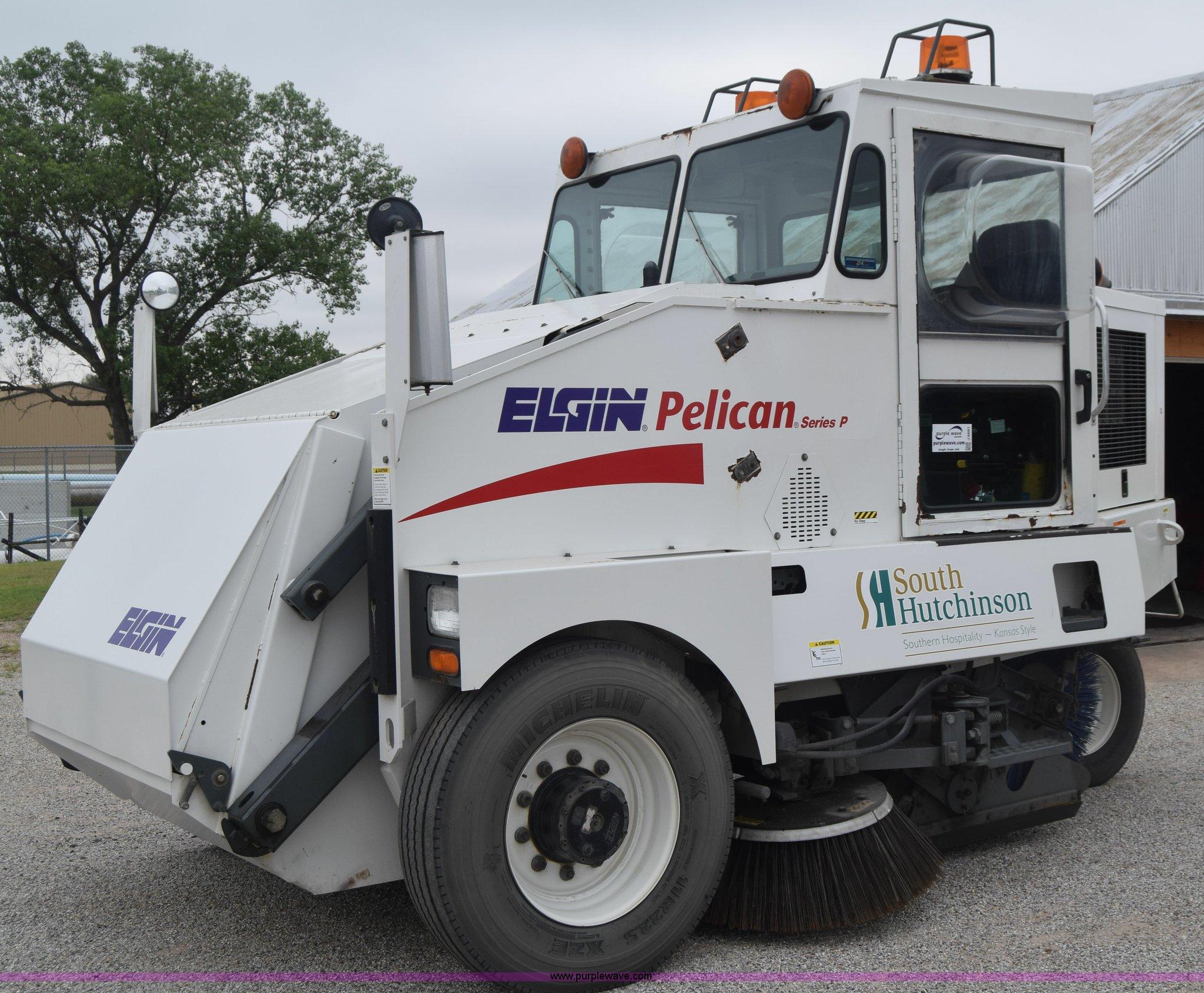 J6681 image for item J6681 2004 Elgin Pelican street sweeper