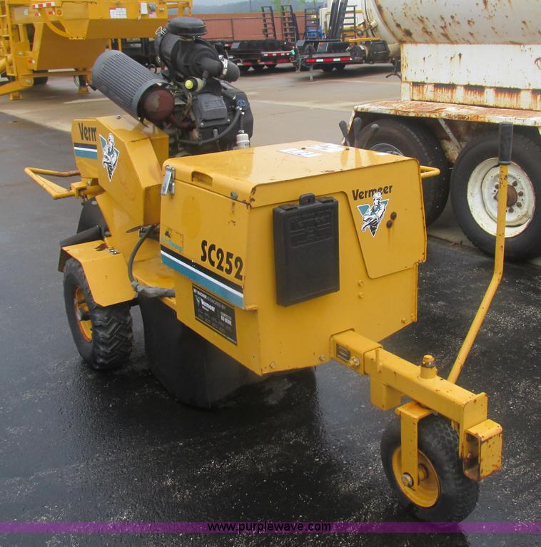 Vermeer SC252 stump grinder | Item BS9160 | SOLD! July 30 Co