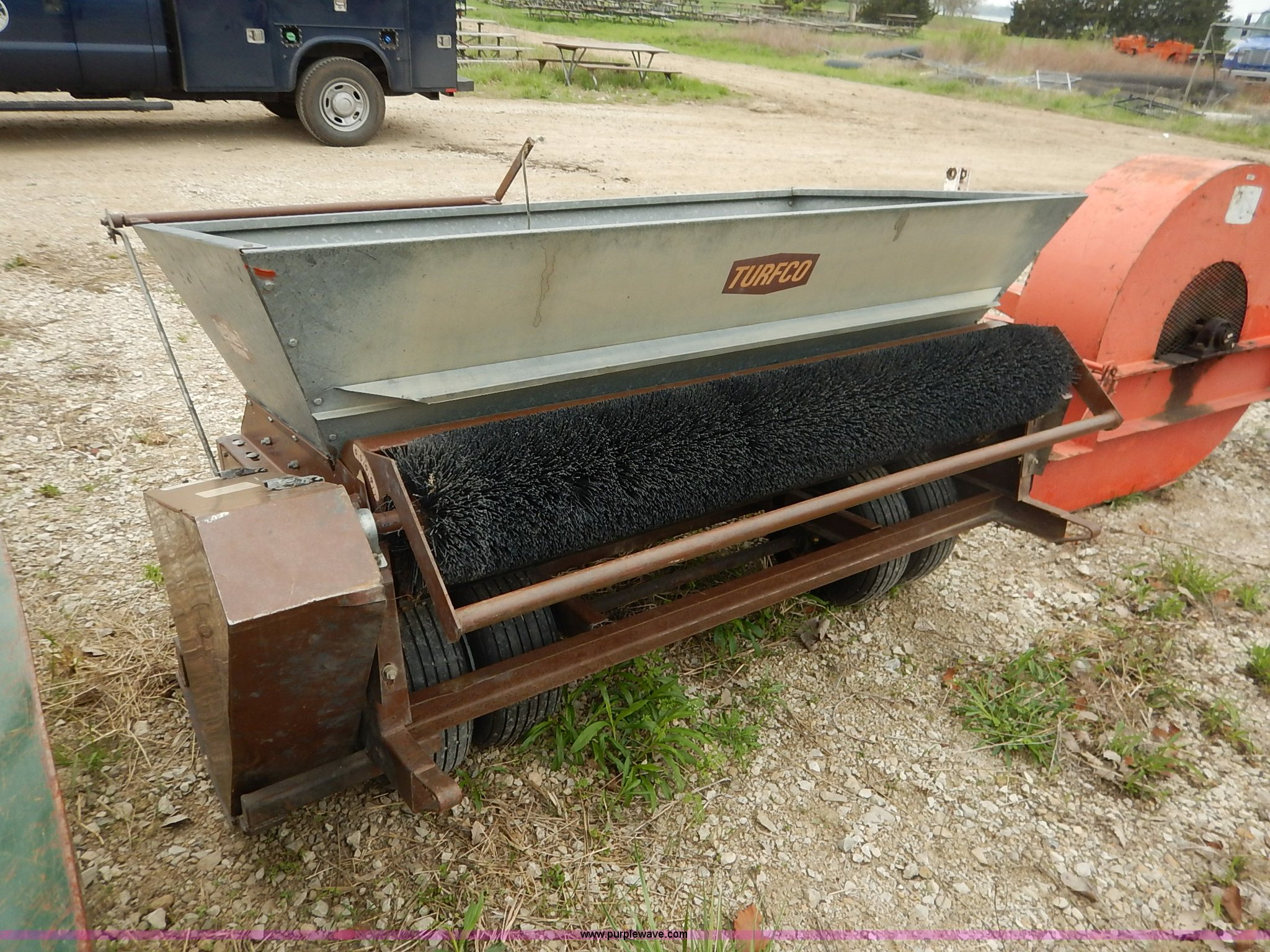 self dresser turfco spin wide top contained