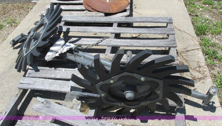 Hesston gathering wheels kit | Item AW9665 | SOLD! August 12