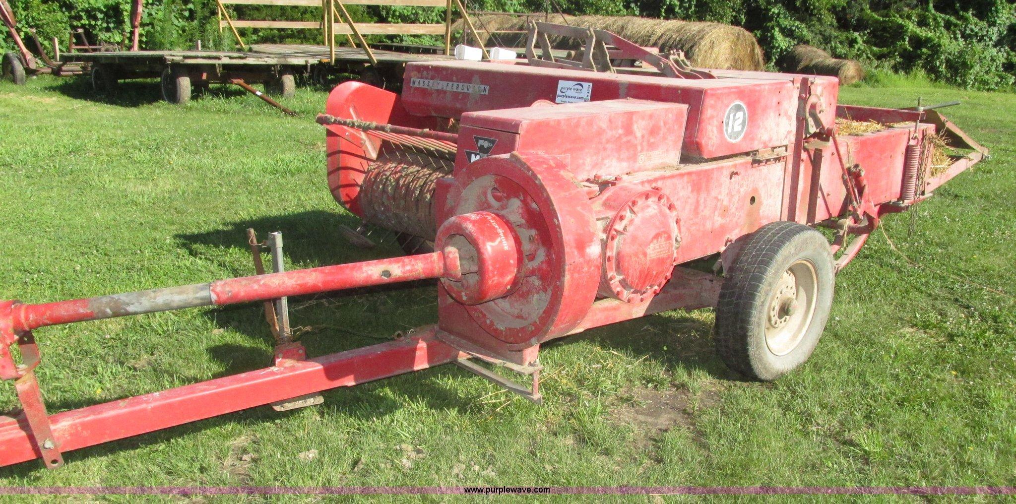 H4543 image for item H4543 1965 Massey-Ferguson 12 small square baler