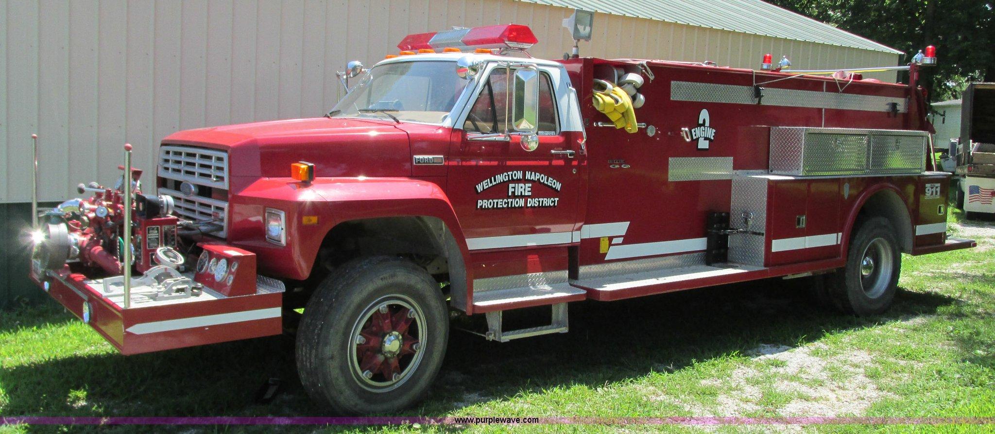 1985 Ford F800 Fire Truck