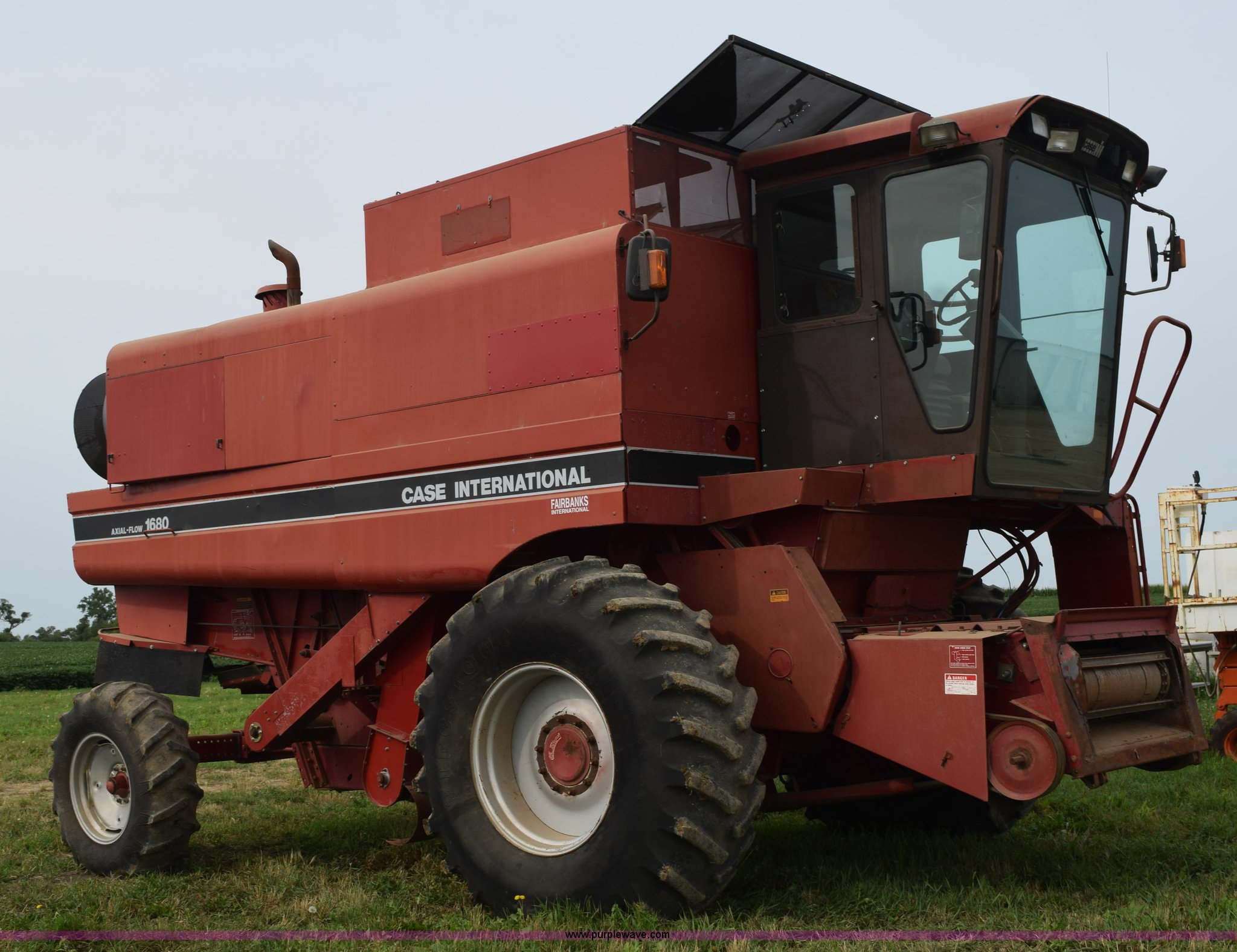 K6214 image for item K6214 1990 Case IH 1680 Axial Flow combine