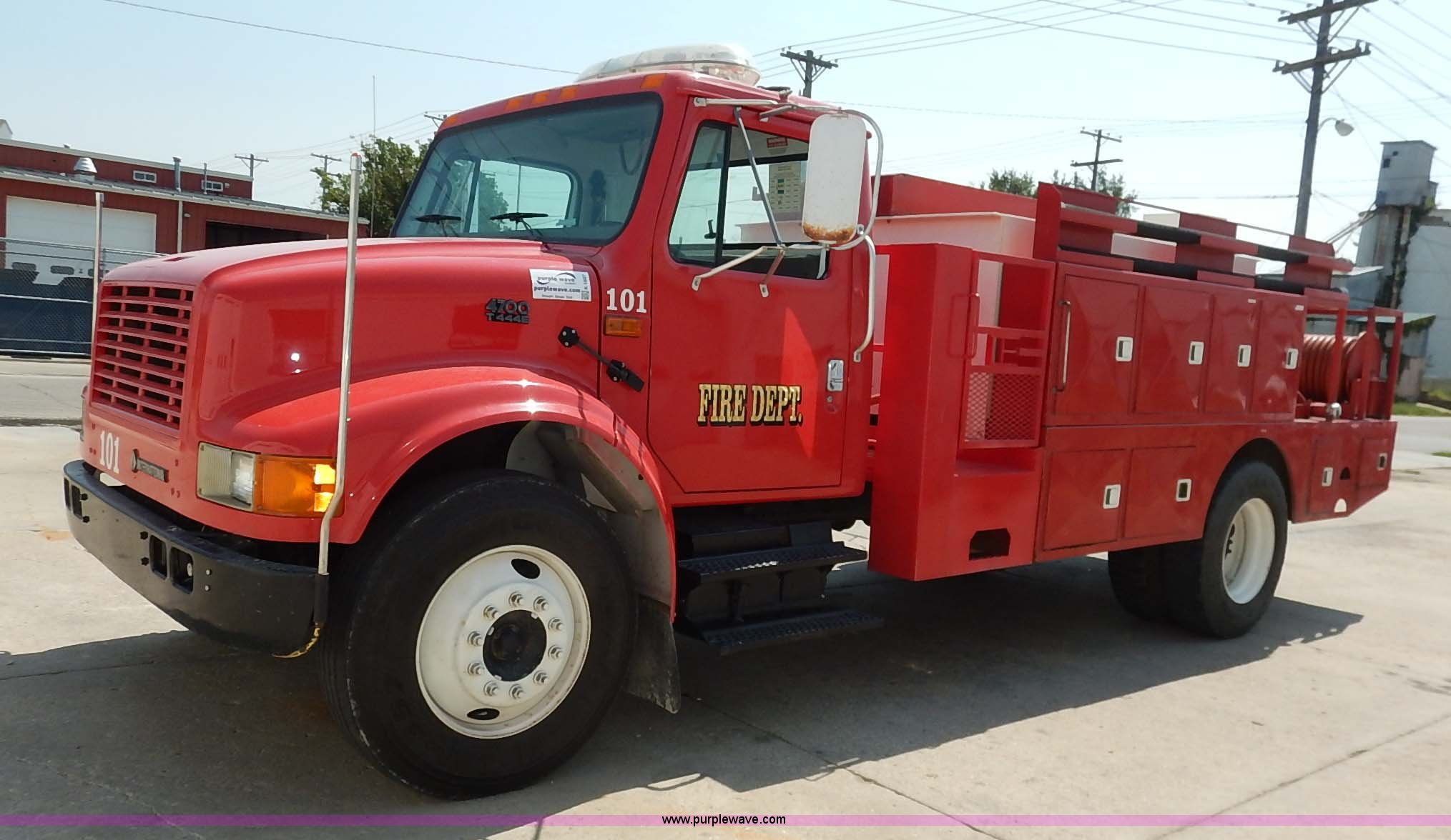 K1607 image for item K1607 2001 International 4700 water truck