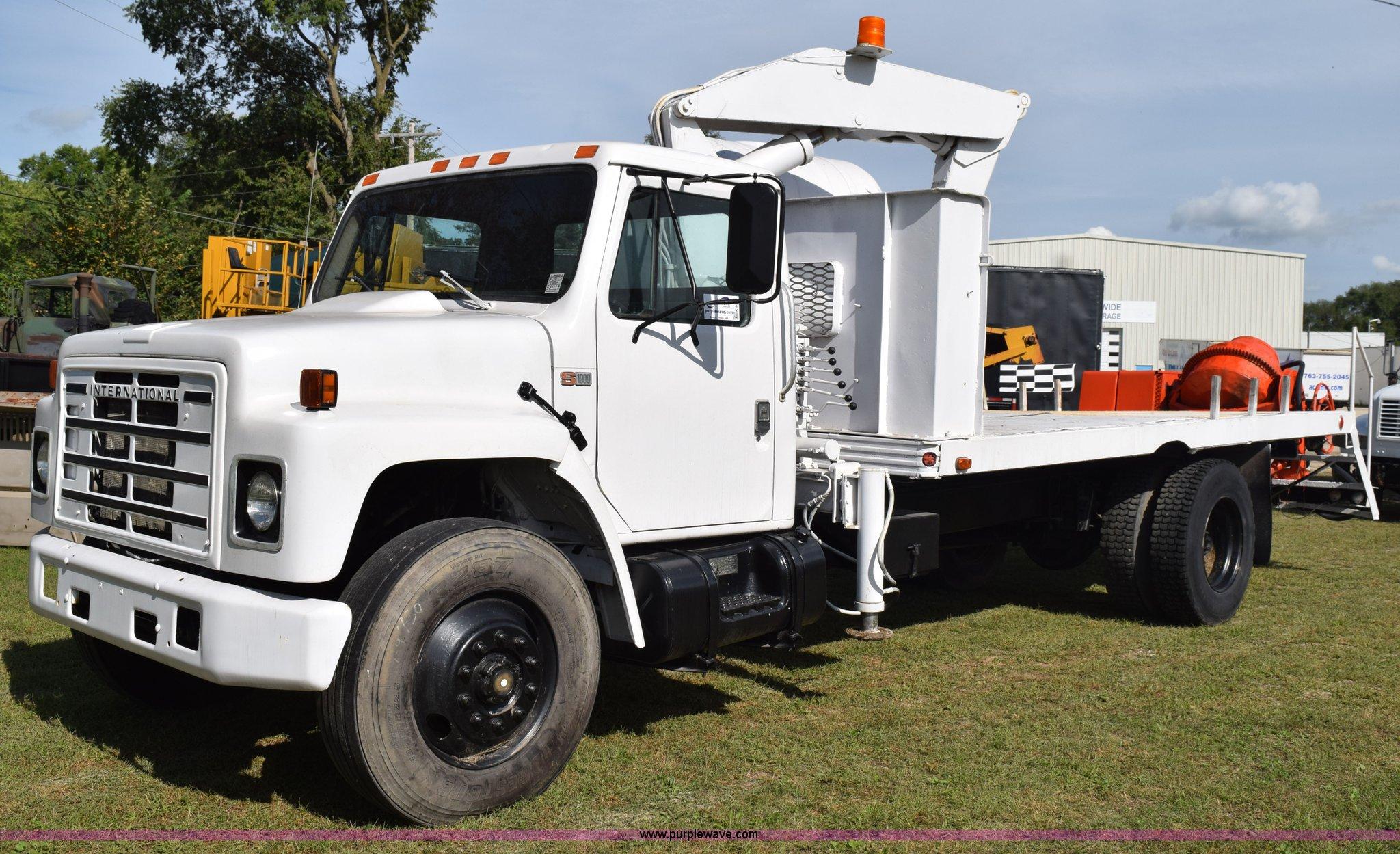 K6653 image for item K6653 1985 International S1900 flatbed truck ...
