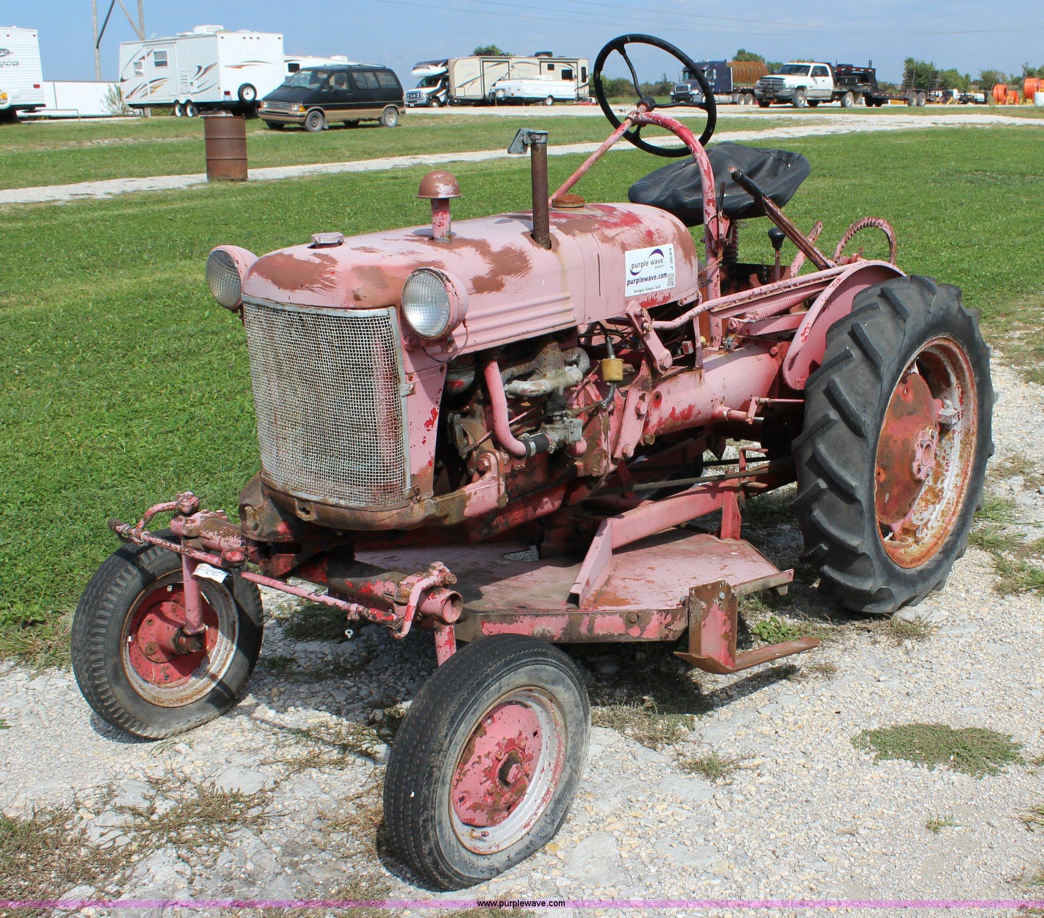 1948 Farmall Cub tractor | Item J3649 | SOLD! October 21 Ag