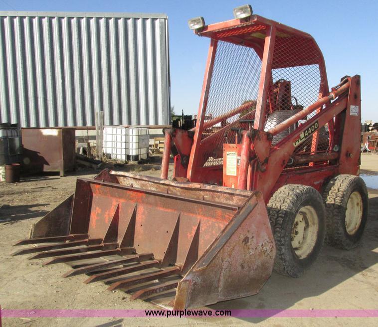 Gehl 4400 skid steer | Item H1123 | SOLD! November 4 Ag Equi