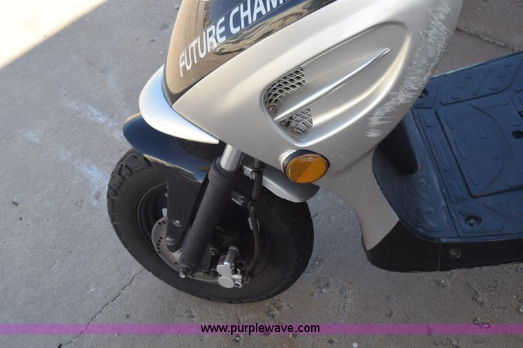 2007 vip moped item k4845 sold december 14 city of wich k4845 image for item k4845 2007 vip moped sciox Gallery