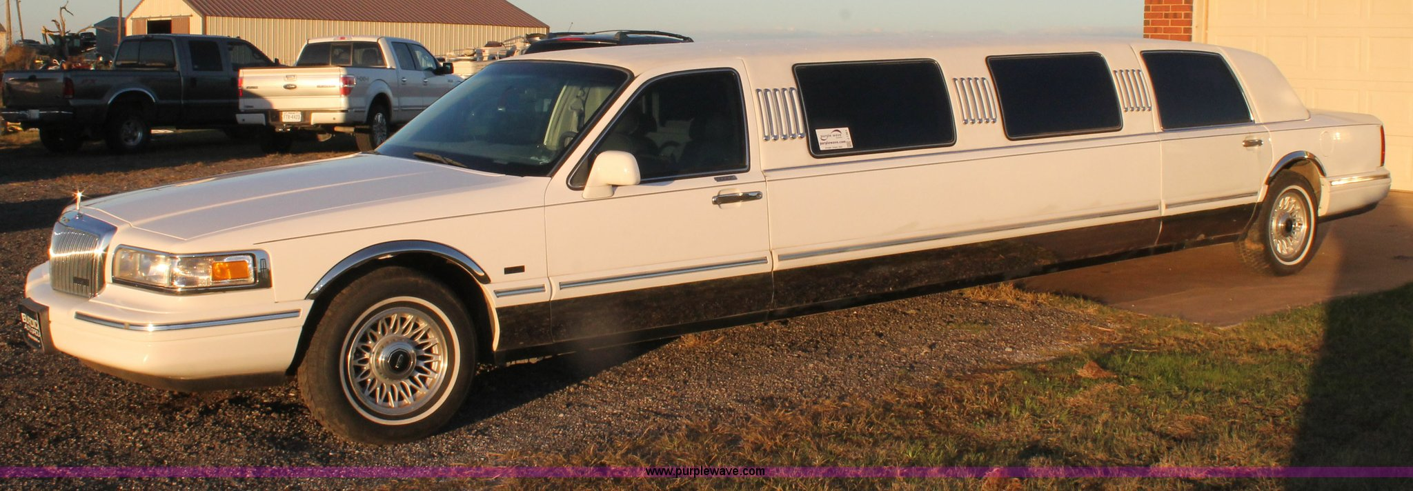 1997 Lincoln Town Car Executive Limousine Item J1361 Sol